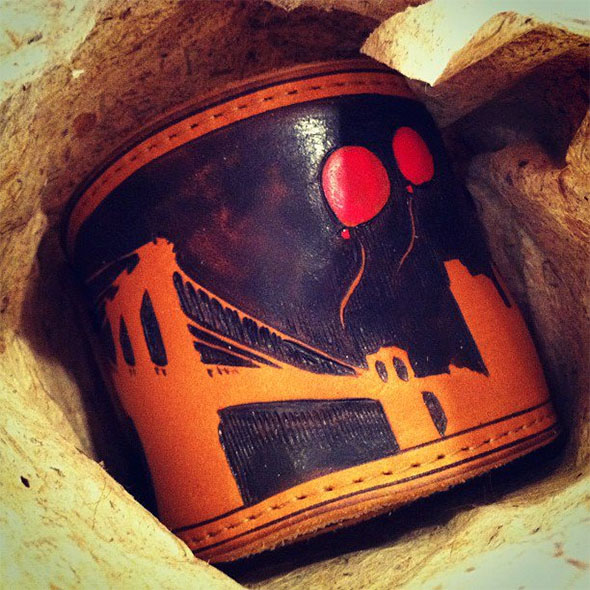 burnmethod, guitar, strap, pyrography, custom, wood burning, engraved, personalized, leather, brown, red balloon, brooklyn bridge, nyc, skyline, new york city, thai